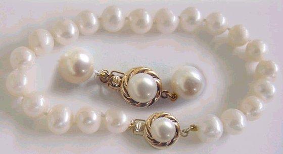 Exquisite 14k Pearl Shepherd Hook Drop Earrings Weighing 2.8 grams 1 in Length 7.5-8 mm Pearls