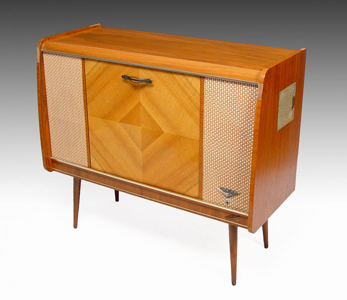 Lot 256. BLAUPUNKT MULTIPLEX DELUXE VINTAGE STEREO CABINET: ...